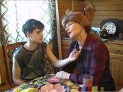 Руссская мамочка трахает молодого видео