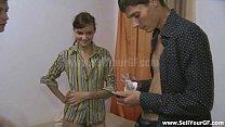 Смотреть русский муж дал трахнуть жену другу за деньги